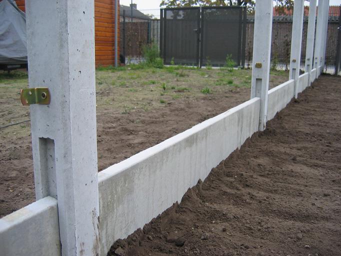 Beton en palen de schans tuinschermen for Betonnen vijver aanleggen